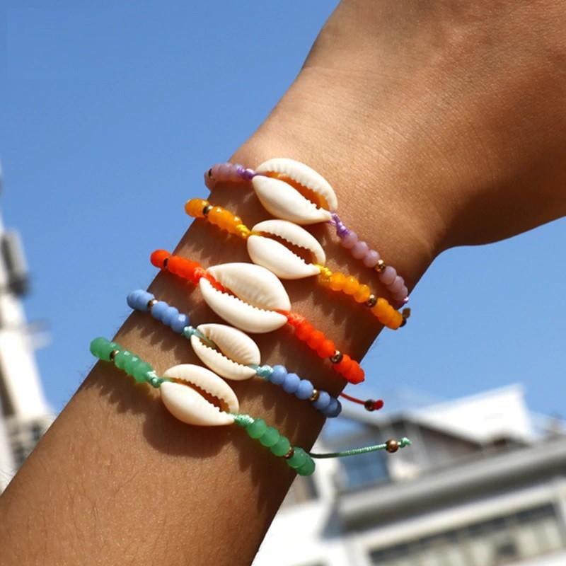 Gekleurde schelpen armbandjes